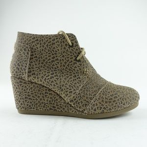 TOMS Women Leopard Suede Desert Wedge Booties R9S9